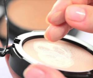 كيف يتم وضع كريم الأساس على الوجه ؟