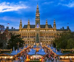 يقع التاريخ في قلب فيينا حرفياً ومجازياً، فالمباني القديمة الموجودة هناك توفر أجواء أصيلة لدرجة أنك تتوقع تقريبًا أنك تكون مواطنًا من كثرة وجود ...