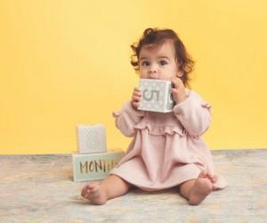 ما الذي يجب أن يفعله الطفل بين 8 أشهر و 12 شهرًا؟ في الواقع من خلال هذه الإرشادات، يمكن للوالدين مساعدة أطفالهم الصغار في الوصول إلى مراحل نمو مهمة
