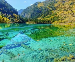 10 أماكن للاستمتاع بالمياه الصافية حول العالم